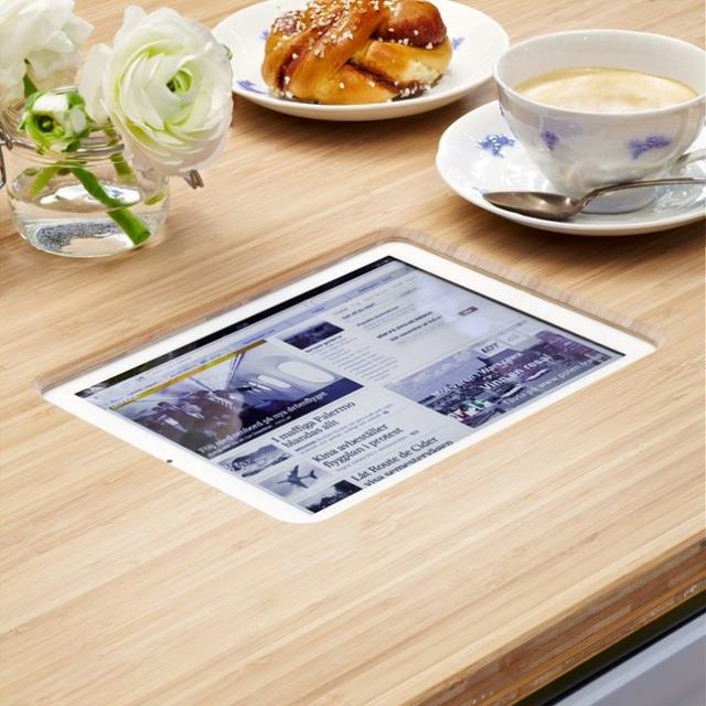 What do you think about this built in iPad table? Would be a cute coffee shop idea, right? Thanks @thisismkg!!