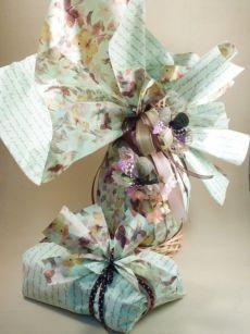 Idee online e materiali all'ingrosso per confezionare colombe e incartare uova di Pasqua. Idee creative e originali con accessori economici. Nastri decorati, farfalle colorate e tessuti. Un paradiso per Bar e Pasticcerie che vogliono confezionare i propri prodotti artigianali.
