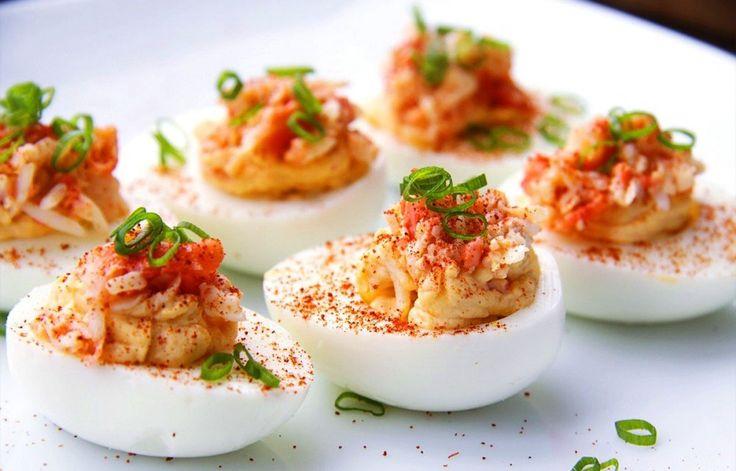 🔹 Фаршированные яйца - белковый заряд! 🔹 🔸 на 100 грамм- 60 ккал 🔸 белки- 14 🔸 жиры- 8 🔸 углеводы-0 🔸  Ингредиенты:  • яйца вареные 10шт; • тунец в собственном соку 1банка (185гр обычно); • лук зеленый перья 50гр; • лимонный сок 2 ч.л.; • соль, специи по вкусу.  Приготовление:  1. Яйца отварить, разрезать пополам, достать желтки. 2. Тунца достаем из банки, разминаем вилкой, смешиваем с желтками. 3. Лук мелко режем, добавляем к тунцу, а так же сок лимона, соль и специи по вкусу…