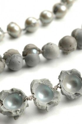 """LAURA DEAKIN-AUSTRALIA/DE Pearl Series  2007 - 2008 """"...The pearl is dead – long live the pearl!By means of this brilliantly simple, yet complex process, Laura Deakin transforms the pearl necklace into a highly confusing mirror image of itself. ..."""""""