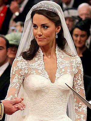 Kate's dress could make anyone feel like a princess... never thought I would like lace sleeves...