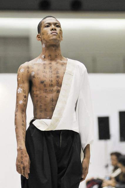 Japanese Calligraphy Body Art 書道ボディーアート Design Festa