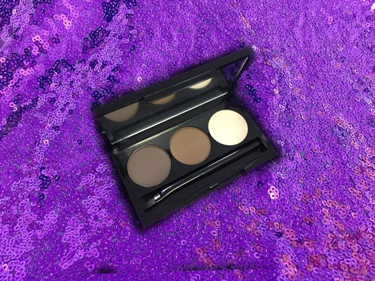 Define your brows with this waxy brow powder. Three shades to concoct your perfect color and a high light shade to help give the illusion of a lifted brow. Comes with a small brow brush. Available in Blonde or Brunette.