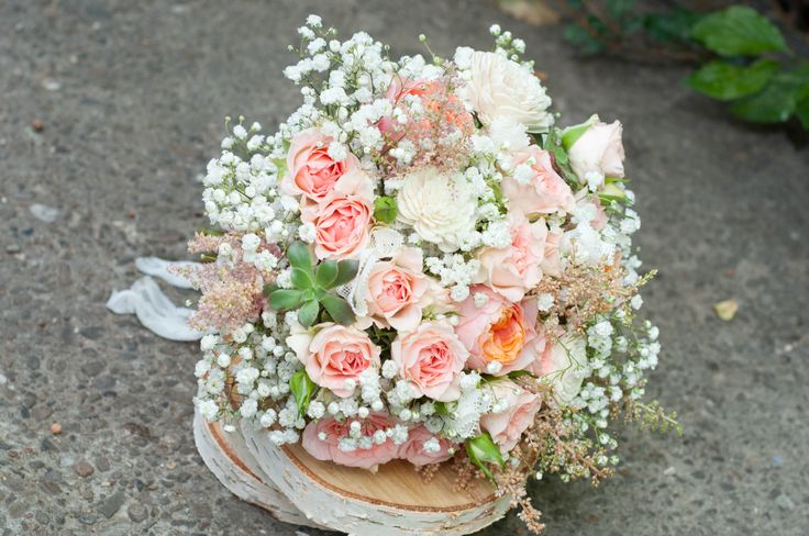 baby breath wedding bouquet - buchet mireasa floarea miresei minirose peach (www.maya-flowers.blogspot.ro)