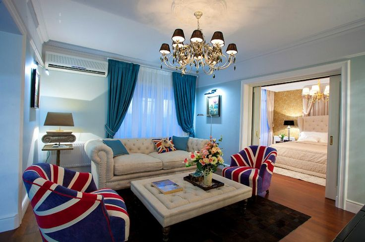 sivulle liu'utettavat liukuovet ja ovien listat design Russian apartment Royal British Atmosphere Experimented in 100Sqm Russian Apartment
