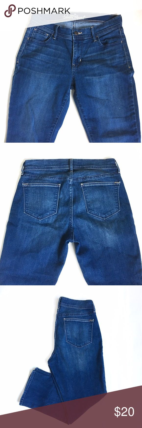 """Old Navy Sweetheart Skinny Kick Crop Jeans Flattering, cute, and kind of vintage looking. High rise waist. Super comfortable and stretchy. Slight flare at cropped bottom. Inseam 23.5"""", waist 14.5"""", inseam 9"""". Old Navy Jeans Ankle & Cropped"""