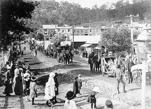 """Australia Day"" parade, Donnison Street, Gosford 30 July, 1915 by Gostalgia: local history from Gosford Library, via Flickr"