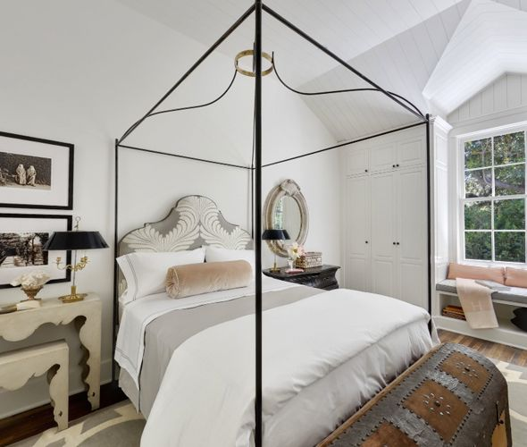 Habitually Chic®: House of Gwyneth: Dreams Bedrooms, Gwyneth Paltrow, Bedrooms Beds Decor, Bedrooms Mast, The Angel, Chris Martin, Upstairs Bedrooms, Bedside Tables, Bedrooms Ideas