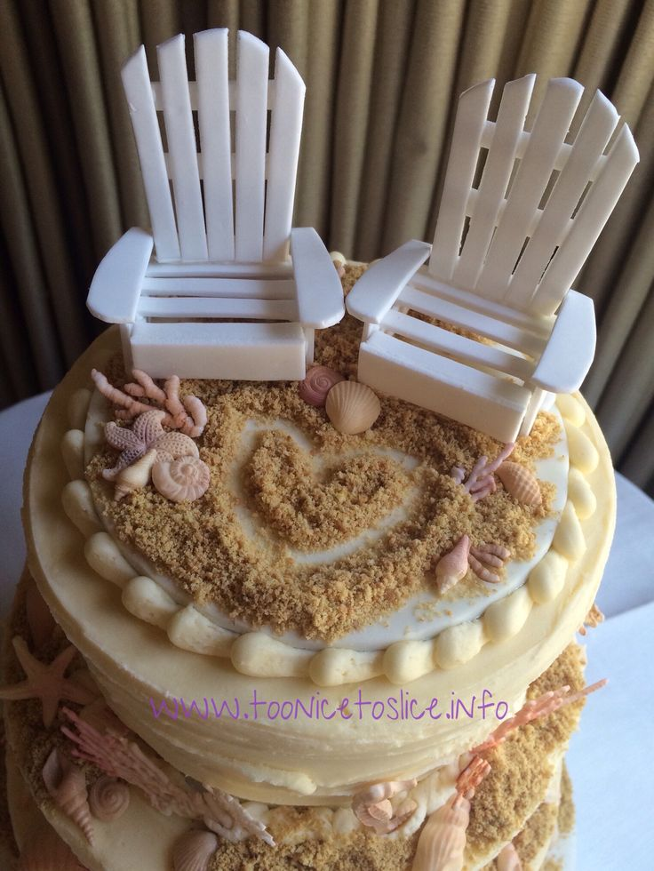 Wedding cake deck chairs