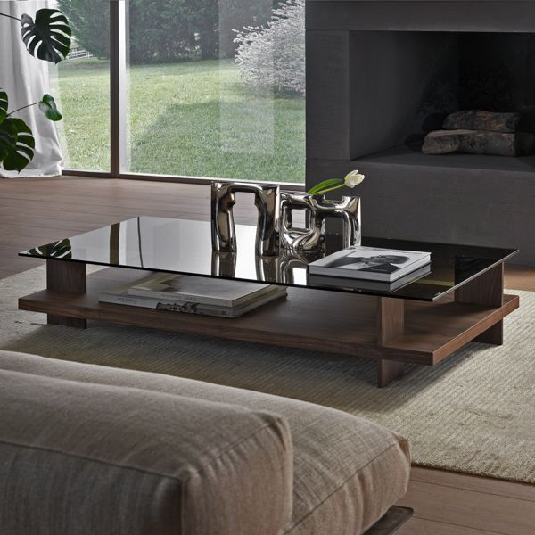 The Corallo Coffee Table was designed by the Italian architect Fabio Rebosio for the highly renowned Pacini e Cappellini. The streamlined, contemporary design is reminiscent