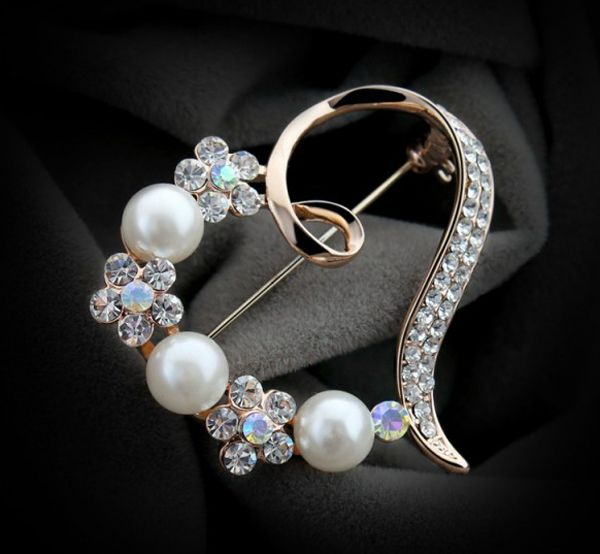 Cheap pearl pin brooch, Buy Quality brooch photo directly from China brooch designs Suppliers: 		Brooches 	1.plating:Rose Gold,nicklace free 	1.material:alloy, crystal,pearl 	2.Size:4.1cm(L)*4.3cm(W) 	3.color:1.gold