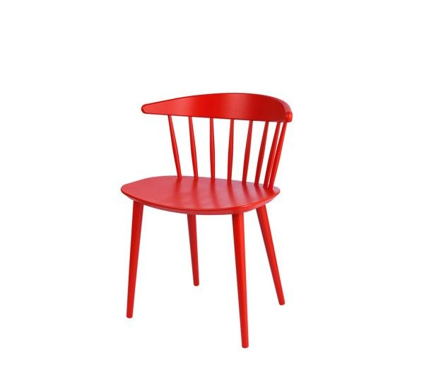 J104 è una sedia , progettata da Jorgen Baekmark , dal design classico ed elegante che fa parte della collezione Hay. L'azienda ripropone dei classici mobili danesi originariamente fatti per FDB ( Associazione dei consumatori Danese) rendendoli mobili di design di alta qualità. Realizzata in legno di faggio.