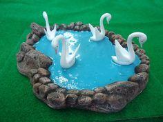 Lago con cisnes para pesebre