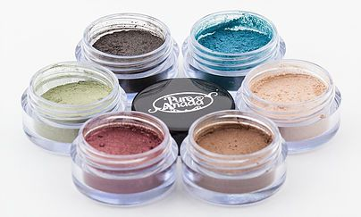 Crushed luminous minerals to highlight and enhance your eyes.