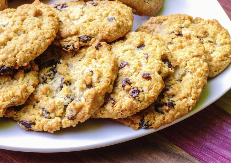 Kakor är något de flesta av oss förknippar med fika. Men de här sockerfria kakorna innehåller bara nyttigheter – så att du kan äta dem till frukost (faktum är att de heter just frukostkakor). God morgon!