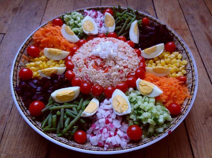 Voici une salade marocaine, une spécialité du Maroc est de présenter très joliment les salades de façon à régaler autant les yeux que les papilles.