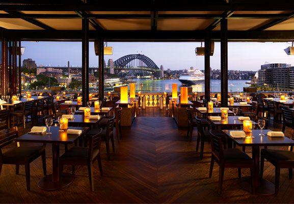 Geniet van live jazz op een luie zondagmiddag in Cafè Sydney, met een fijn uitzicht over de haven.