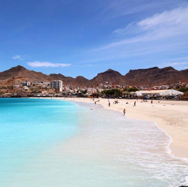 Wow, amazing colors! Beach in Mindelo, Sao Vicente, Cape Verde #Kaapverdie