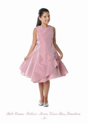 De jurken van Emma la Folie zijn verkrijgbaar bij Corrie's. Bruidsmeisje, bruidskinderen, communie, trouwen, bruiloft, huwelijk. bruidskindermode.nl