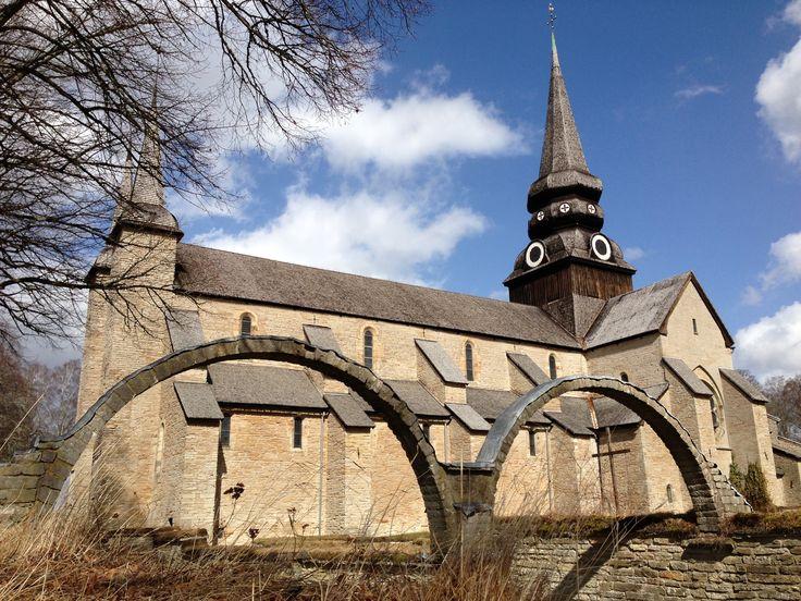 Varnhems klosterruin och kyrka