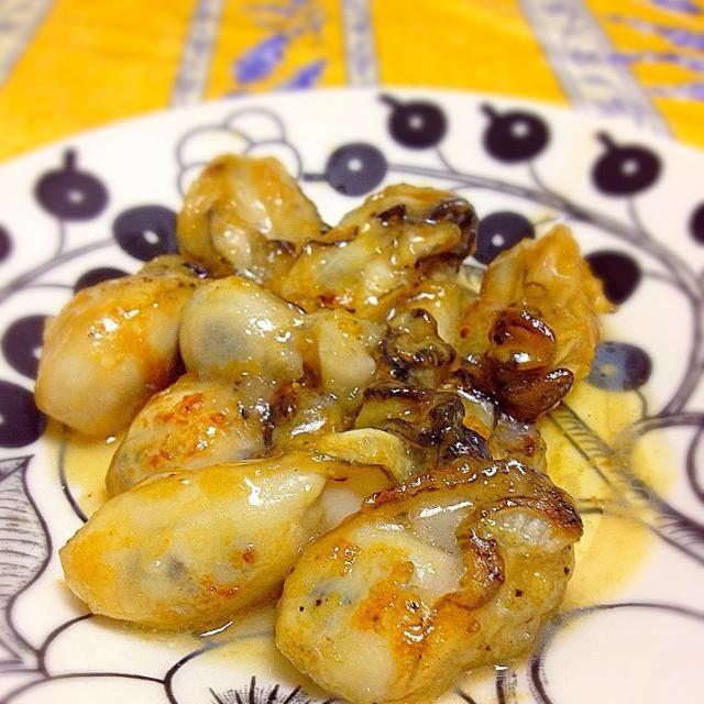 200投稿目。 なんてことないおつまみですヽ(•̀ω•́ )ゝ✨ - 189件のもぐもぐ - 牡蠣のガーリックバターソテー by kayorina