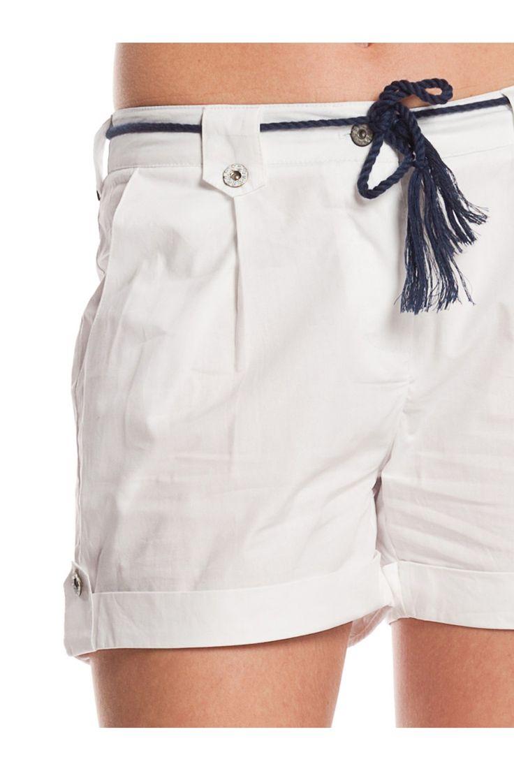 Shorts. - MUJER   Rosalita McGee #whiteforsummer #whitestyle #whiteshort #pantalonblanco  #blancototal #rosalitamcgee #trifunfoshort #navystyle