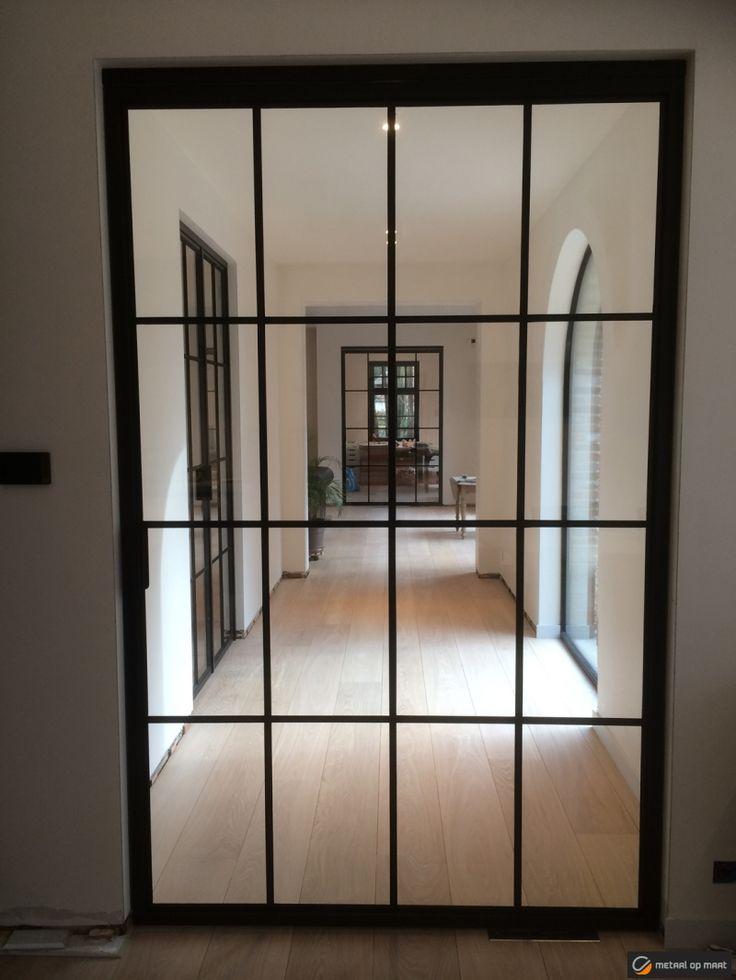 Stalen deuren, smeedijzeren deuren, metalen deuren en buitenschrijnwerk: met 20 jaar ervaring is Metaal op Maat jouw specialist voor vakwerk.