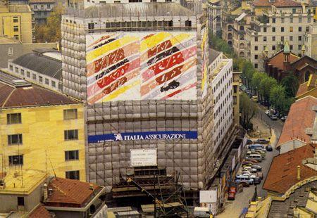 Pont-art 1984-85 - Milano - Intervento pittorico sul ponteggio del Palazzo di Largo Donegani. DI Ignazio Moncada.
