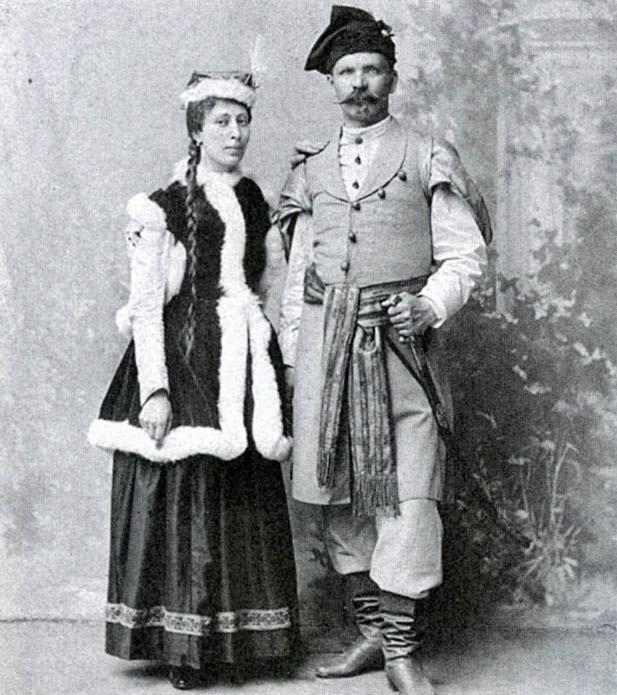 Władysław Łebkowski z żoną Stefanią z Woyna Orańskich herbu Kościesza w strojach polskich.