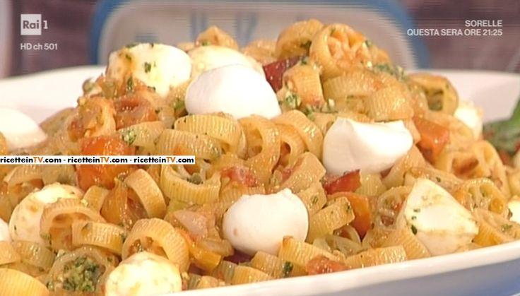 """La ricetta delle ruote rosse al peperone di Luisanna Messeri del 6 aprile 2017, a """"La prova del cuoco""""."""