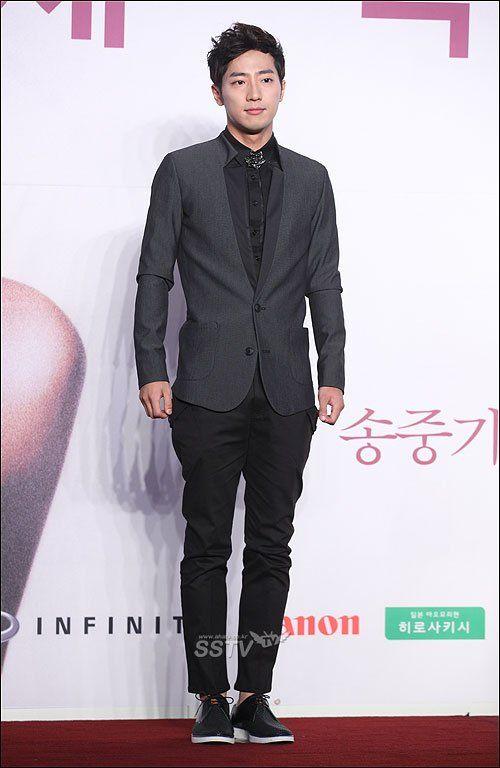 Lee Sang Yeob.