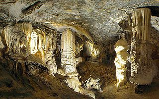 Der Stalagmit Brilliant, ein Wahrzeichen der Höhlen von Postojna