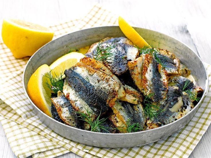 Tuorejuustolla täytetyt silakkapihvit hurmaavat kalanystävän.