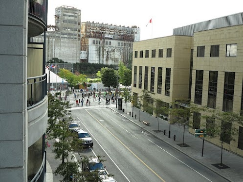 MARATHON MONTRÉAL 2012  -  Malgré le vent et une température fraiche, 27,000 coureurs ont pris part au Marathon de Montréal 2012...  http://ca.competitor.com/montreal    MARATHON MONTREAL 2012  Despite the wind and cool temperatures, 27,000 runners took part in the Montreal Marathon 2012...  http://ca.competitor.com/montreal