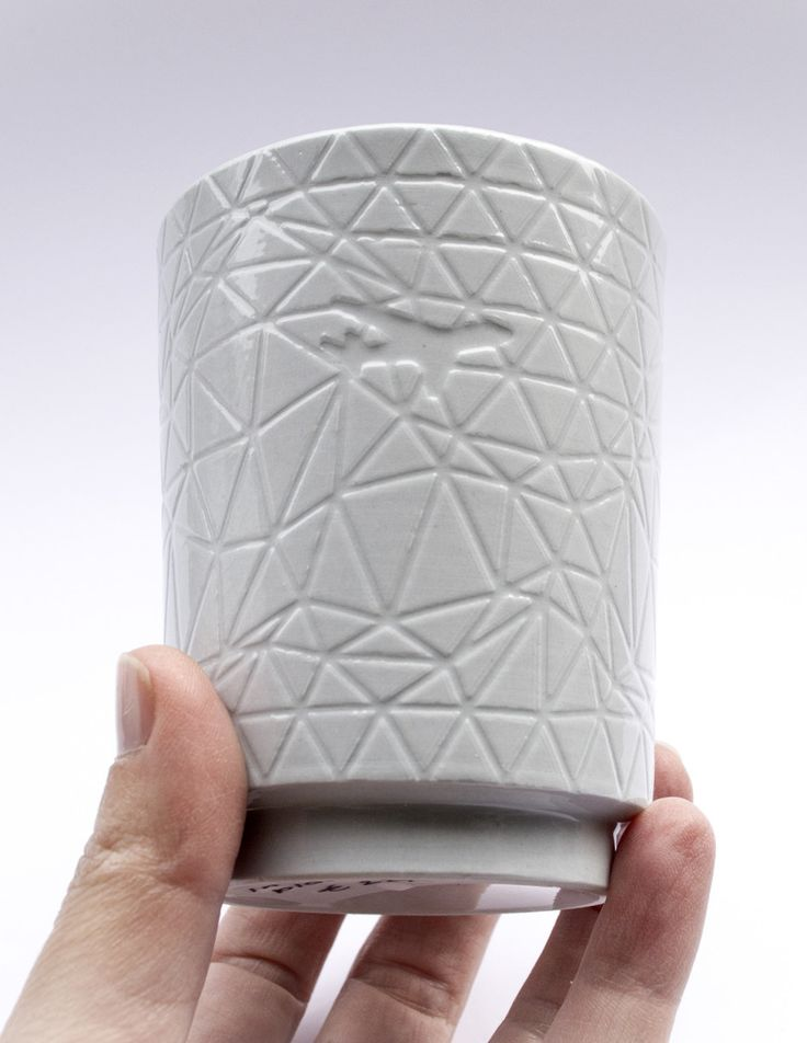 Contemporary possibilities of computer aided design and 3d-printing played a major role in the design of the intricate decoration imprinted in the porcelain In The Clouds cups. The graphic image on the In The Clouds cups is derived from the skiescapes that are often an inconspicuous part of the decoration on both Dutch Delftware as [...]
