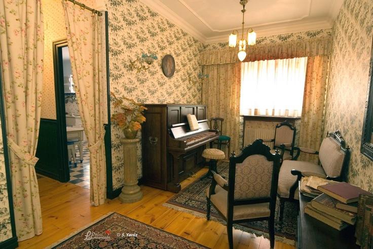 En el museo también se puede visitar la recreación de la casa que los propietarios tenían en la fábrica. En esta foto, la entrada a la vivienda.