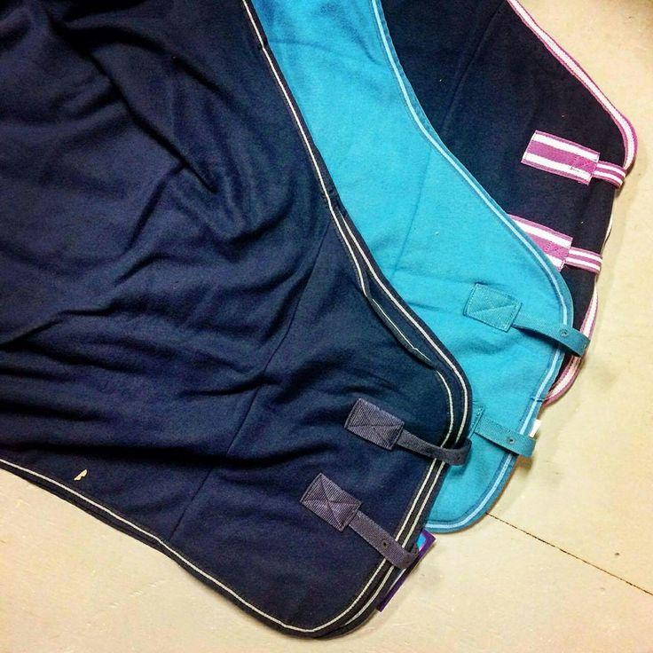 L'hiver arrive pensez aux couvertes de refroidissement de différentes couleurs !!! Retrouvez les sur : https://chambriere.ca/produits/c-1-le-cheval/c-58-couvertures