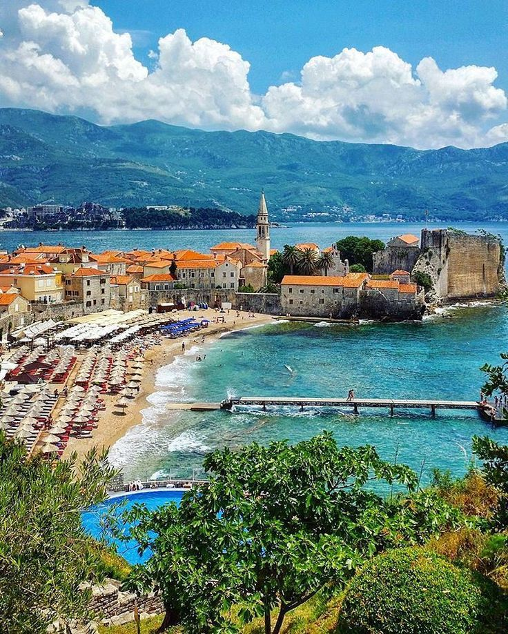 Budva is the metropolis of Montenegro thanks to the great number of beaches and hotels that make this a most desirable tourist destination.