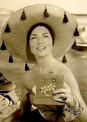 Agnes Moorehead accessorized