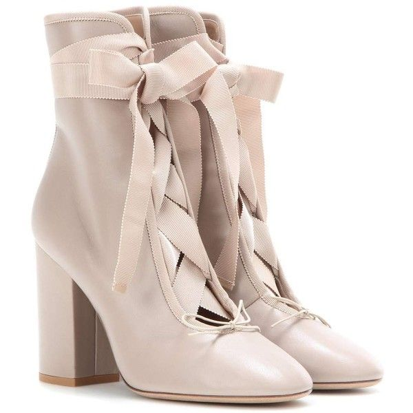 Valentino Leather Ankle Boots (1 790 BGN) ❤ liked on Polyvore featuring shoes, boots, ankle booties, ankle boots, booties, heels, neutrals, leather bootie, beige booties and short boots