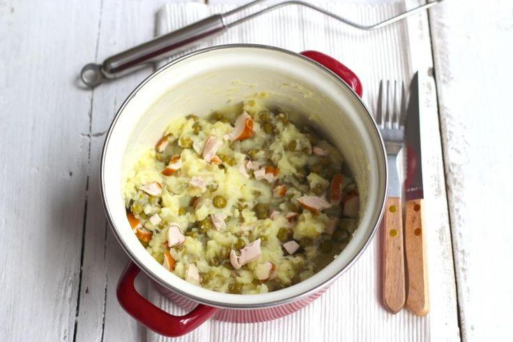 We hebben weer eens een lekkere, simpele en winterse maaltijd voor jullie: doperwtenstamppot met onder andere gerookte kip.