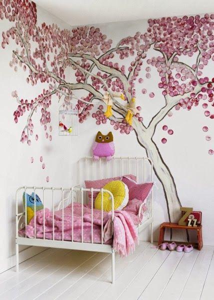 J'adore l'arbre peint sur le mur. issu d'un dossier sur les chambres d'enfants. blog