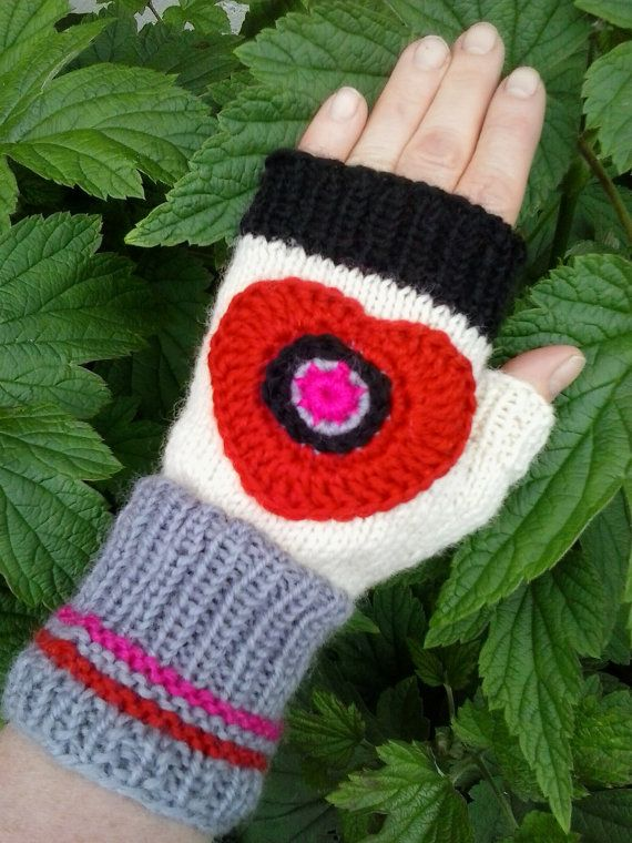 Mittens with heart by StudioMagentaVF on Etsy