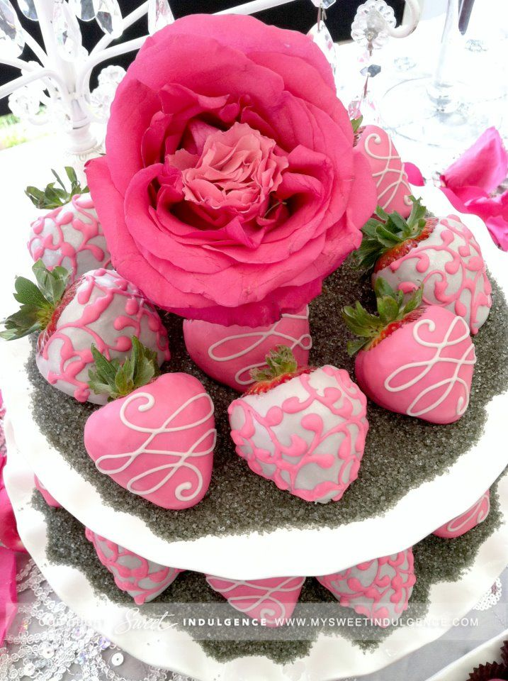Strawberries dipped in Pretty Pink! Would love this at valentines day! Hint hint boyfriend....(;