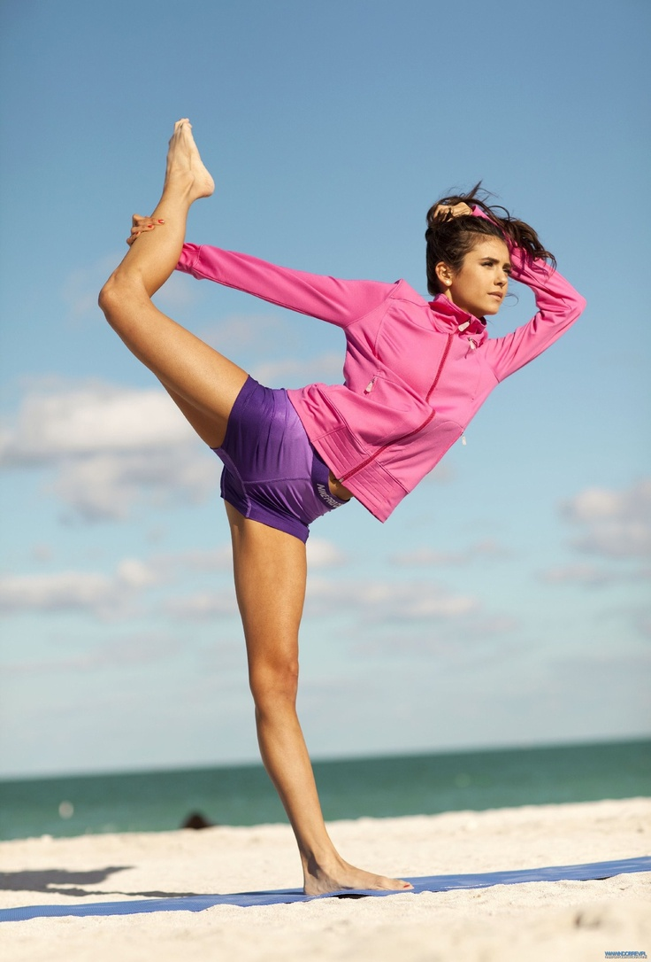 Nina Dobrev - Fitness