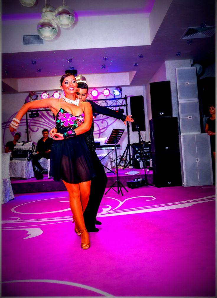 Dansatori profesionisti ideali pentru evenimentul tau?