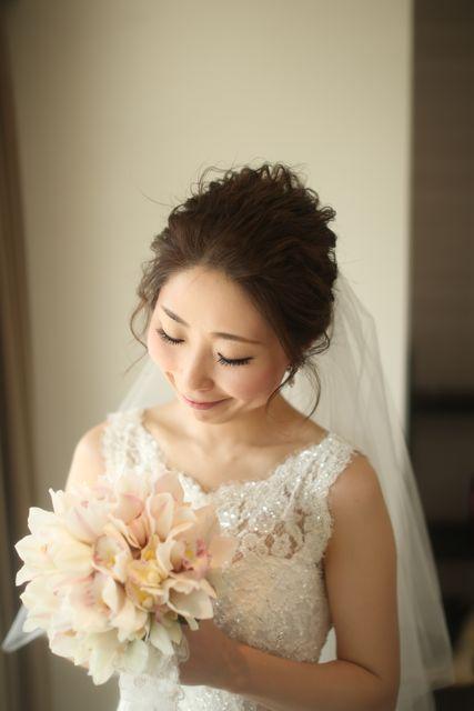 とっても素敵ーーー!!!!花嫁さまの笑顔にうっとり。もぉ、お2人の幸せそうな雰囲気が伝わってきます〜♪このときに作らせて頂いた シンビジュームのブーケ。ほ...