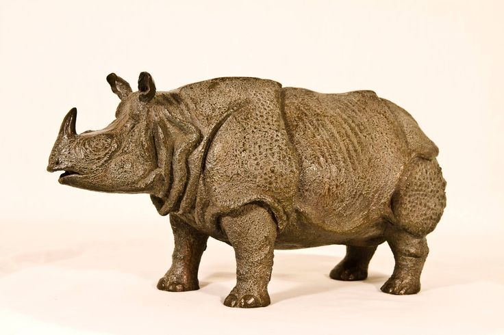 """Rhinocéros unicorne de l'Inde"" œuvre originale en bronze numéroté dim = H = 16 cm x 33 x 14 cm. Olivia tregaut"