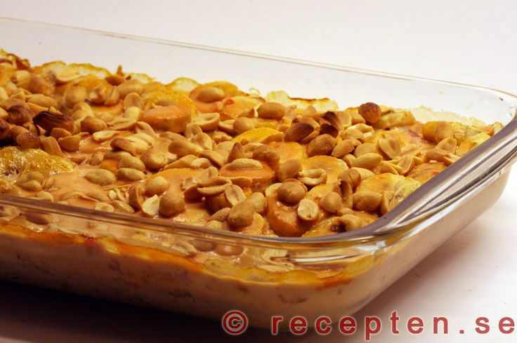 SWEDEN: Flygande Jakob - Gott recept med kyckling, banan, jordn�tter, chilis�s och vispgr�dde. 6 portioner. Tid 45 minuter.