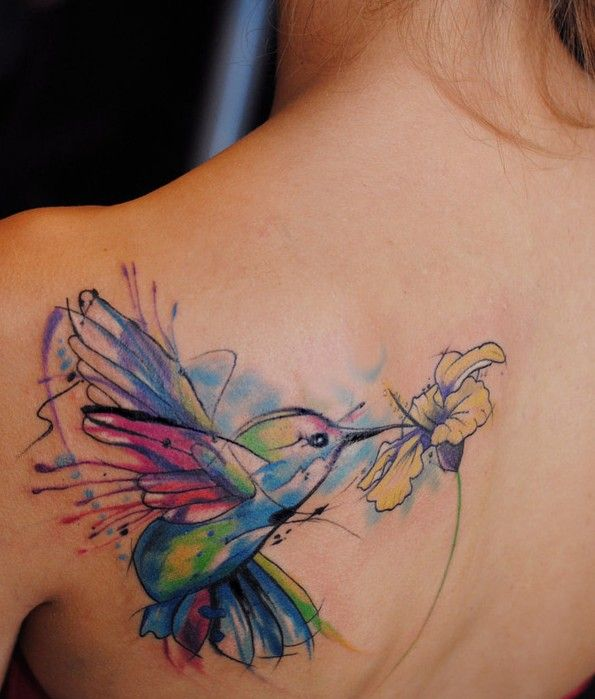 7-watercolor-hummingbird-back-tattoo